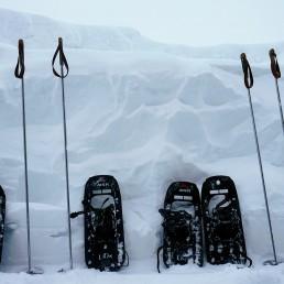 Schneeschuhe und Stöcke in Arosa mieten